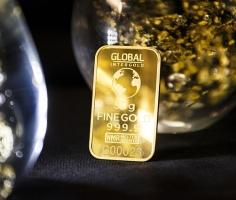 Gold prices gain on global trade worries
