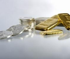 Gold prices dip amid lowered rate cut expectations