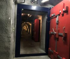 Туннель внутри хранилища Xapo, ведущий к дата-центру. Фото: Joon Ian Wong/Quartz